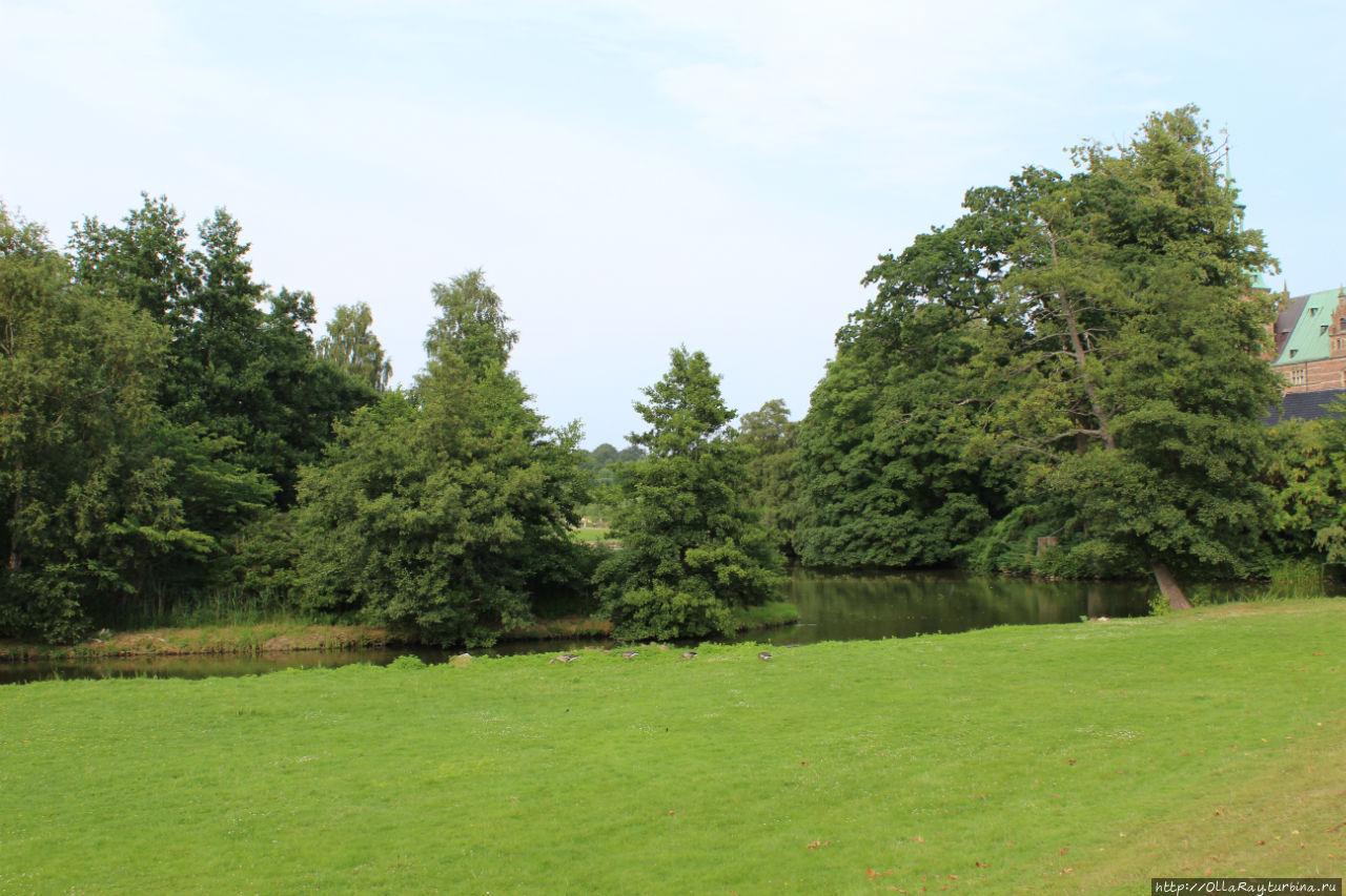 Такой вот призамковый июльский пейзаж. Хиллерёд, Дания