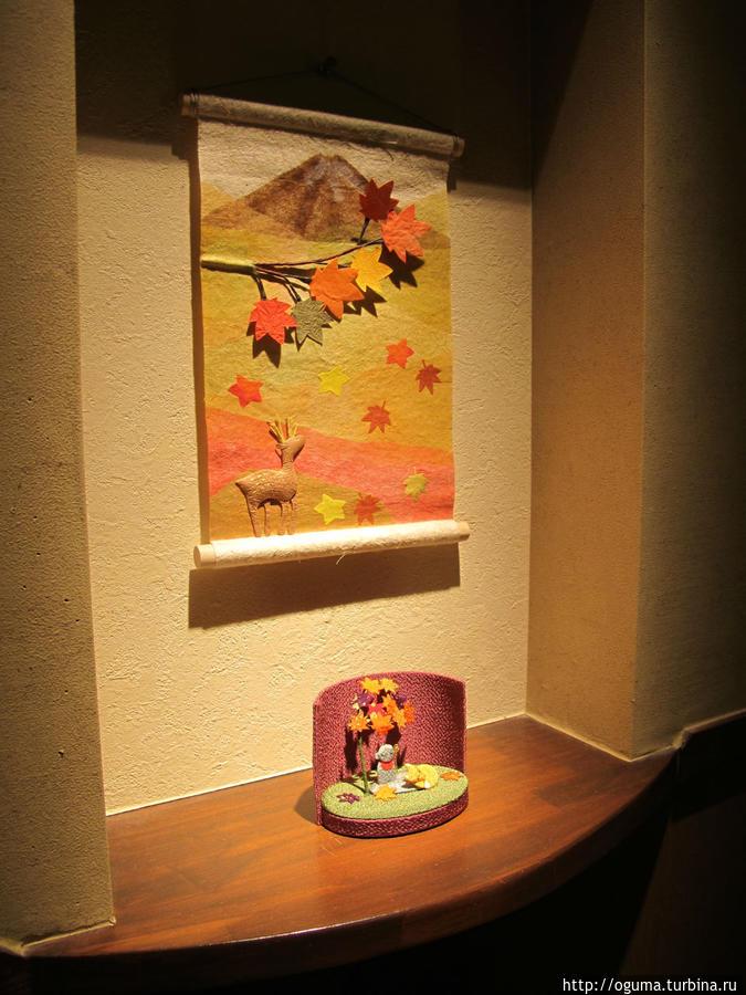 Осенняя композиция в маленкьом домашнем отеле, где я останавливался вместе с четвероногим другом Япония