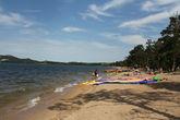 Пляж на озере Боровое.