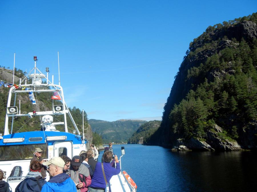 Входим в Ostresundfjord. Начинаются
