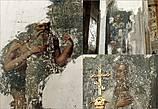 Когда-то стены главного храма монастыря украшали росписи со сценами из жизни преподобного Далмата, кое-где сохранившиеся и ныне