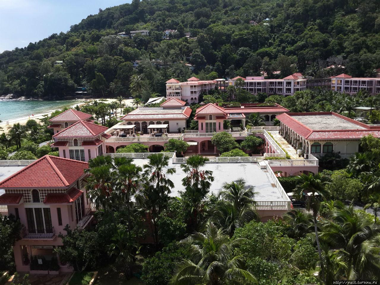 Вид на отель из корпуса 2