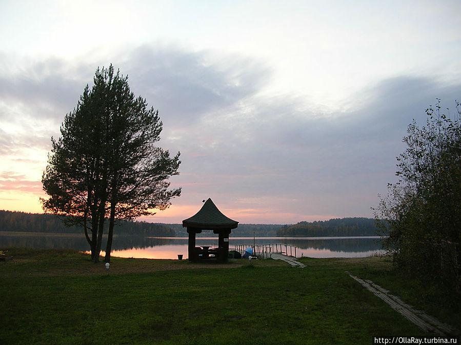 Беседка у озера.