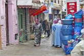 Оставшиеся 40% населения — это по большей части — берберы — жители горных районов. Таким образом, в городах Марокко вы можете встретить людей, говорящих, как на одном из диалектов арабского языка, так и носителей берберского языка. Но практически все население страны исповедует ислам. Раньше в стране было довольно много евреев, но их почти всех арабы изгнали с насиженных мест...