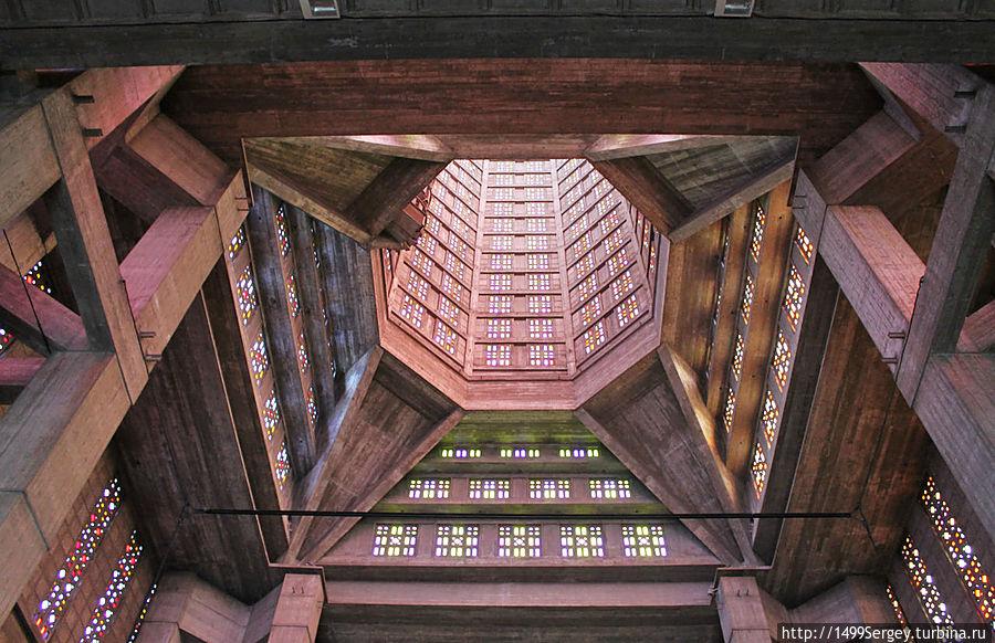 Собор Св.Иосифа. Рукотворное чудо из стекла, бетона и стали Гавр, Франция