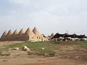 Город Харран. Видны жилые дома  из кирпича сырца , сверху обмазанные глиной.