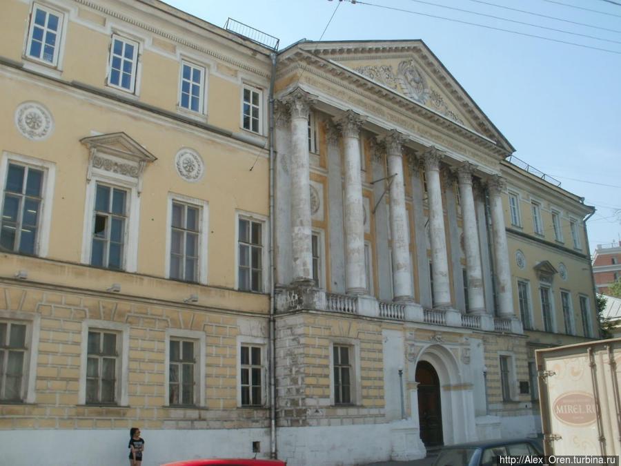 Гороховский пер. Усадьба И.И. Демидова построена в 1789-91. Архитектор М,Ф.Казаков.