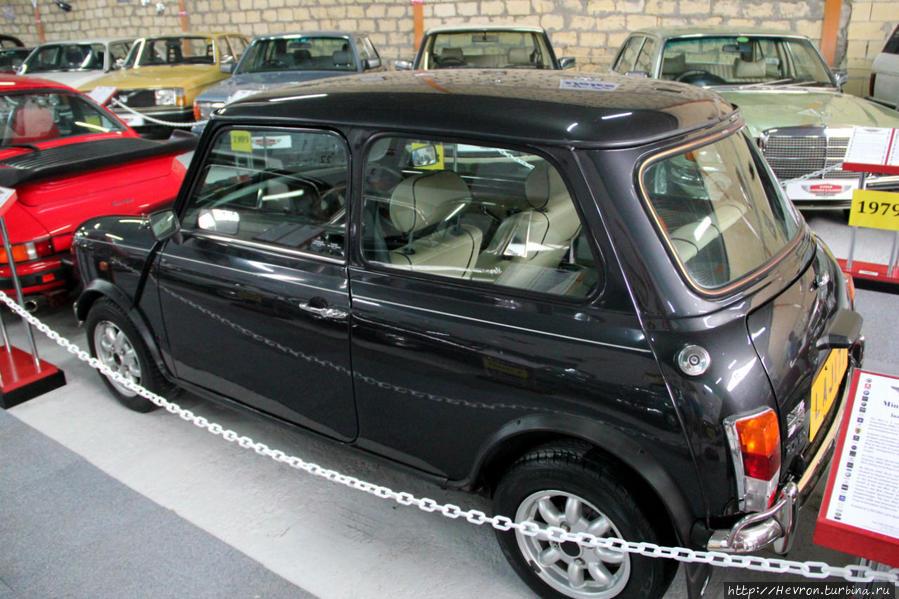 Мини Кенсингтон 1,3i. Мини — компактный экономичный автомобиль, производимый с 1959 по 2000 гг. Мини — британская икона 60-х гг. Получил множество наград, например