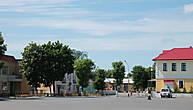 Как и многие белорусские города, Петриков считается довольно старым. Существует легенда, что он был основан еще в 10 веке ятвяжским князем, который получил при крещении здесь имя Петр, почему и стал город так называться.
