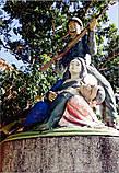 *Памятник в центре городка, немного наивный и неуклюжий, хотя и не представлял собою художественную ценность, разительно отличал Губат от других городков, где основным центральным монументом всегда был памятник Хосе Ризалю