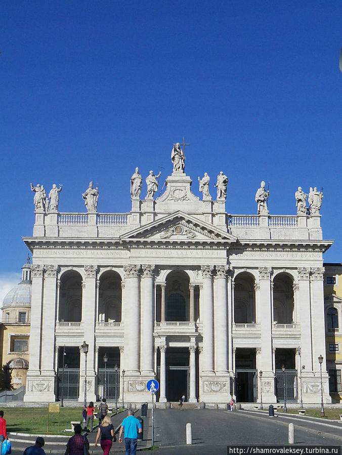 Парадный фасад базилики