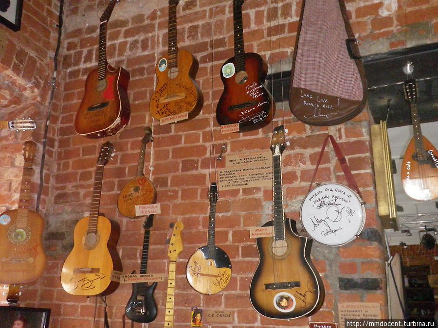 Гитары с автографами знаменитых музыкантов