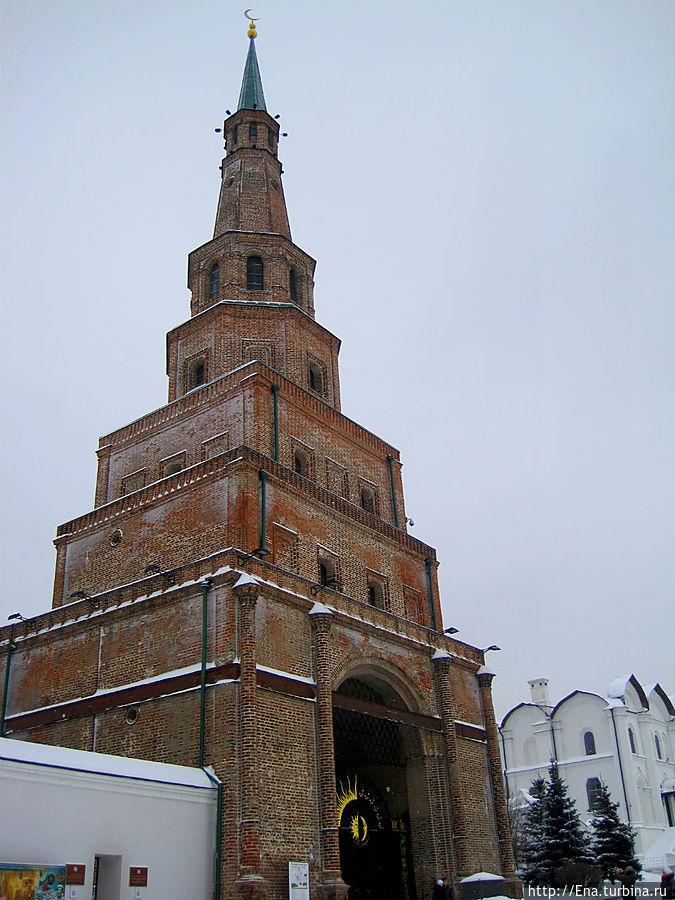 Башня Сююмбике — падающая красавица, овеянная легендами