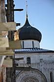 Вид на собор с ступеней Троицкого собора