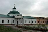 Архиерейский дом 1828 года постройки, в 2011 в нем освящён Преображенский храм.