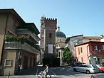 Старая башня водопровода и церковь San Giorgio.