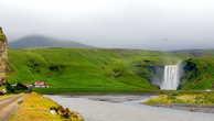 К водопаду Скоугафосс слева подъехать нельзя — там дом фермера