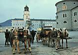 Резиденцплац (Residenzplatz). Центральная площадь старого города. Облик площади сформировался в начале XVII века, в ходе перестройки города под руководством итальянских архитекторов.
