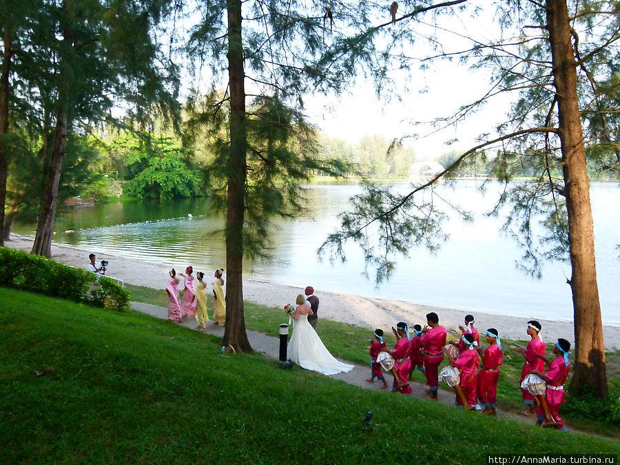 В отеле часто проводят свадьбы