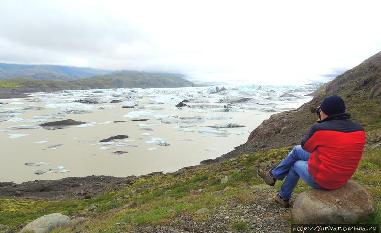 Ледовое озеро под леднико