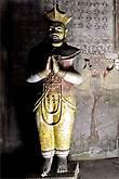 Соседний храм 18 века своим рождением обязан королю Шри Викрама Раджасинхи, последнему правителю Канди. Его статуя украшает пещеру Маха Алут Вихарая.