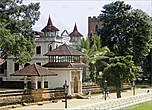 *Вид на монастырский комплекс со стороны королевского дворца