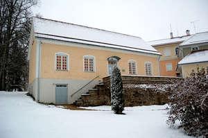 Главное здание, вид со двора