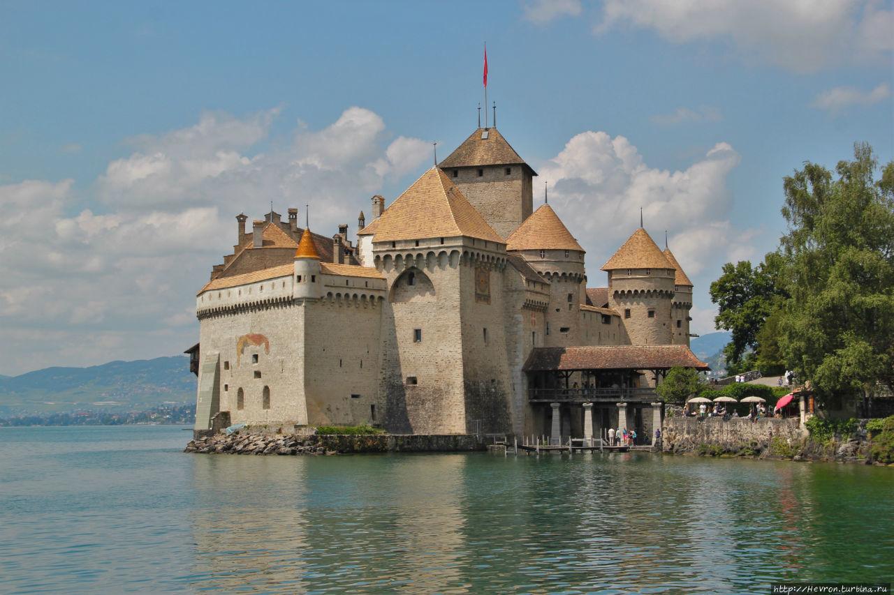 Замок на Женевском озере