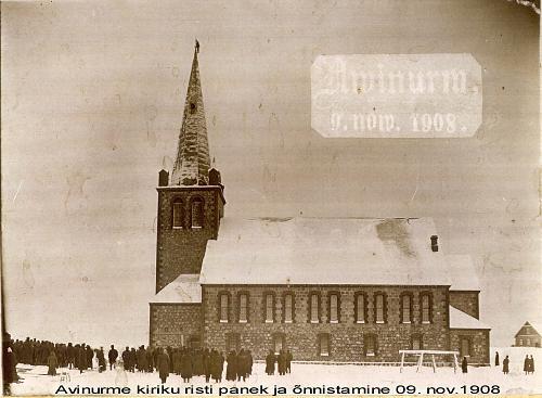 Установка креста на церковь в 1908-м году. Фото с сайта avinurme.ee