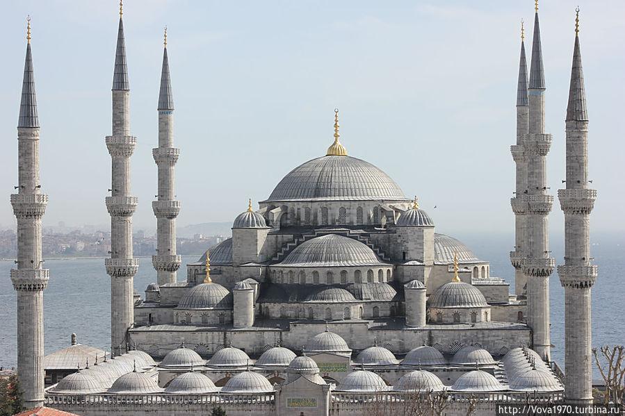 Голубая мечеть и её 6 минаретов.