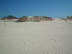 Люблю такие дюны. Они создают ощущение пустыни и бесконечности тепла и лета ...