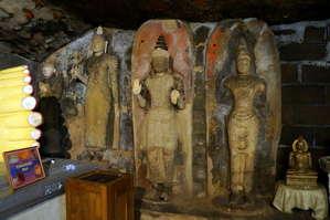 Изображения  Будды.  Верхний храм.