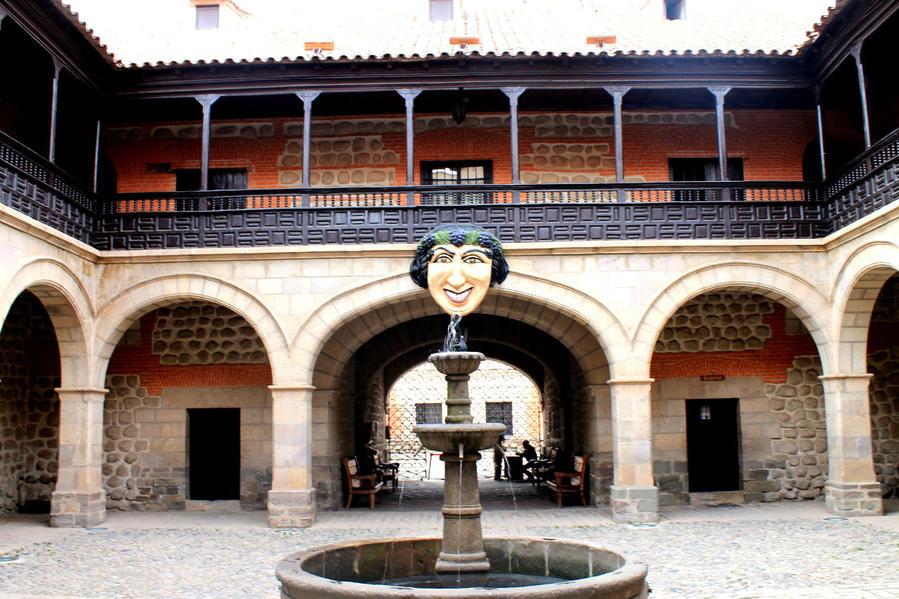 Главный вход в музей