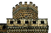 Здесь на башне виден ещё один элемент украшения — шары, которые играли роль ещё и оберегов.