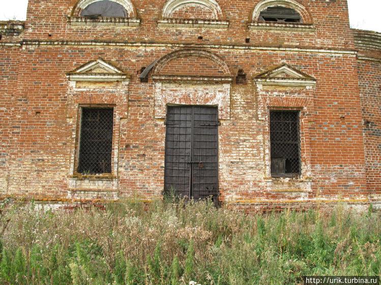 Доступ внутрь церкви закр