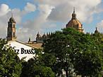 По пути к Красоте проходим мимо знаменитой винокурни González Byass, которая делает самый известный херес  Tío Pepe — Дядя Пепе...