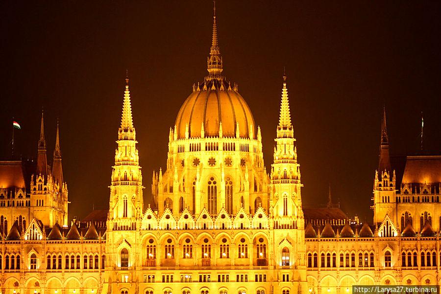 Центральный купол парламента. Высота — 27 м, диаметр — 20 м Будапешт, Венгрия