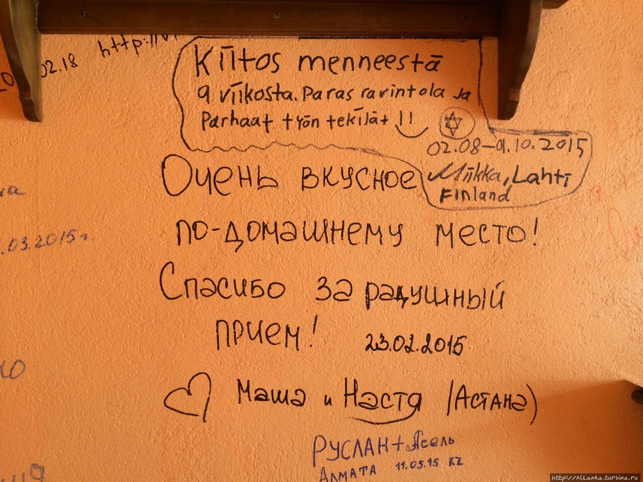 Отзывы оставляют прямо на стенах кафе
