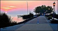 Пирс, который выдается далеко в озеро Балатон  служит лодочным причалом и местом, где любят тусоваться рыбаки.