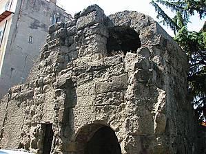 Остатки крепостной стены — Порта Преториа (Porta Pretoria).
