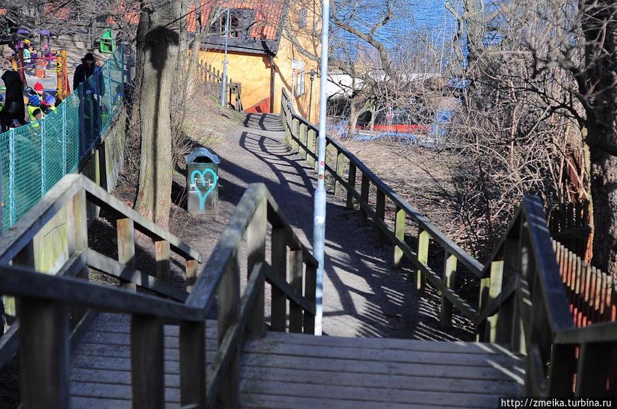 Вдоль этой улицы находится несколько детских садов прямо на обрыве!