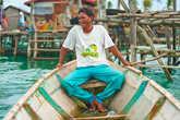 Крепкое судно пять метров в длину и полтора в ширину – что еще нужно, чтобы весело встретить цыганскую старость?!