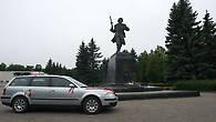 Памятник Александру Матросову, который совершил свой подвиг в окрестностях города.