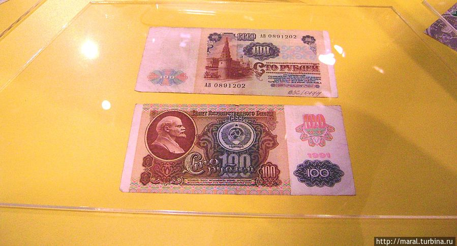 100 рублей — это была просто огромная сумма в эпоху развитого социализма в 70 — 80-е годы прошлого века. Мой первоначальный заработок был 150 рублей в месяц — и я жил не тужил.