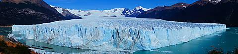 вид с вершины небольшой горки, в которую и упирается язык ледника, открывается просто захватывающий