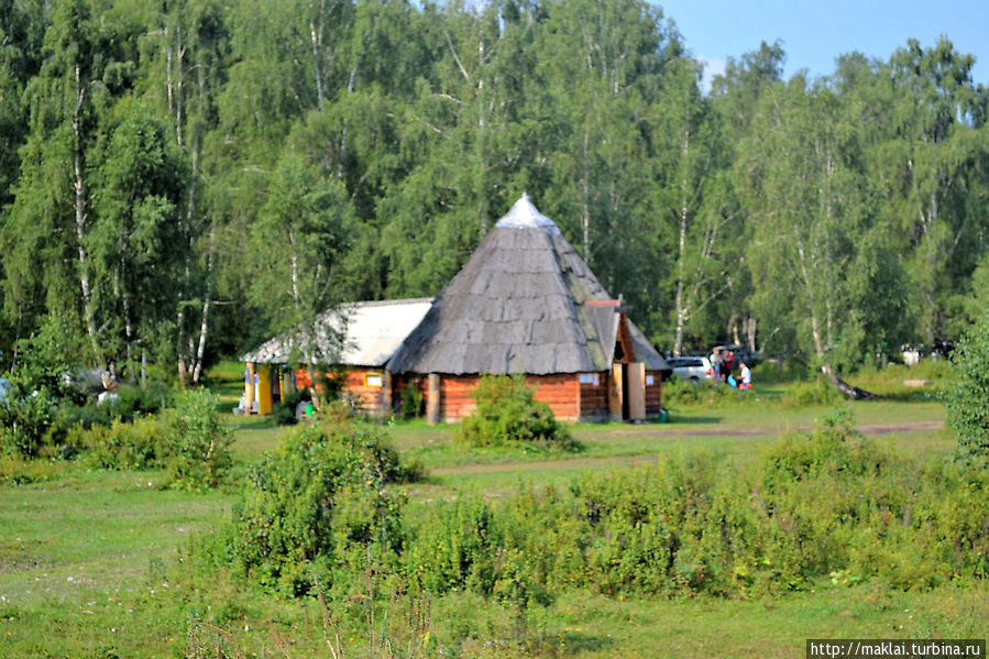 Алтайский аил у турбазы. Тюнгур, Россия