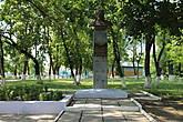 И памятник деду Талашу, который, как говорят, в 99 лет чуть ли не организовывал партизанские бригады и убил кучу немцев. И хотя, как говорят его заслуги были сильно преувеличены(возможно из-за того, что он до этого сражался с белополяками на стороне Красной Армии), но тем не менее красивая легенда осталась, а Якуб Колас даже написал про деда Талаша в своем известном произведении Дрыгва (Трясина по-русски).