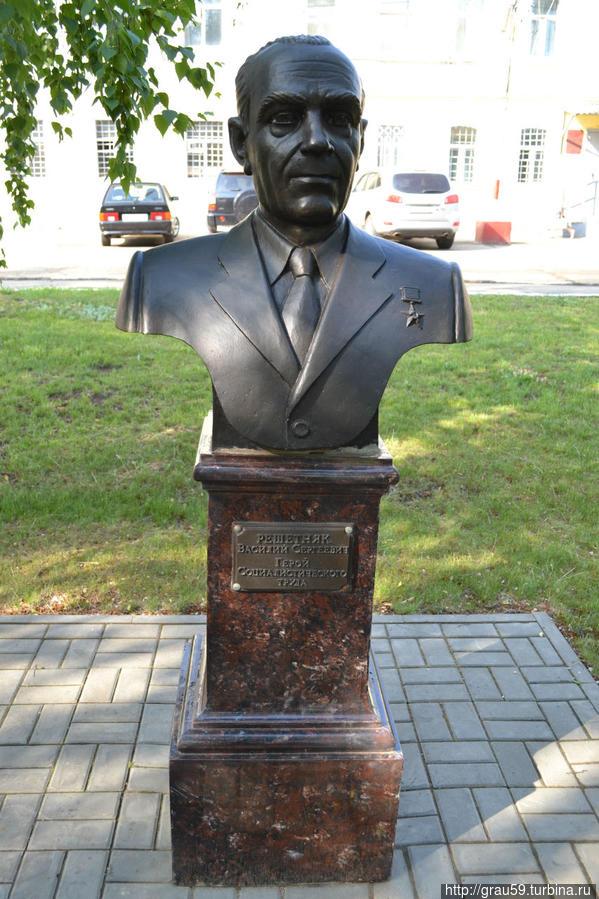 Решетняк Василий Сергеевич  — комбайнёр, Герой Социалистического Труда