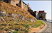 Крутой подъем в крепость Шюмег