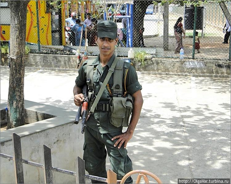 Этот бравый солдат охраня